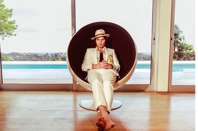 Gaz-Coombes-Deep-Pockets-press-shot-web-830-optimised-770x510
